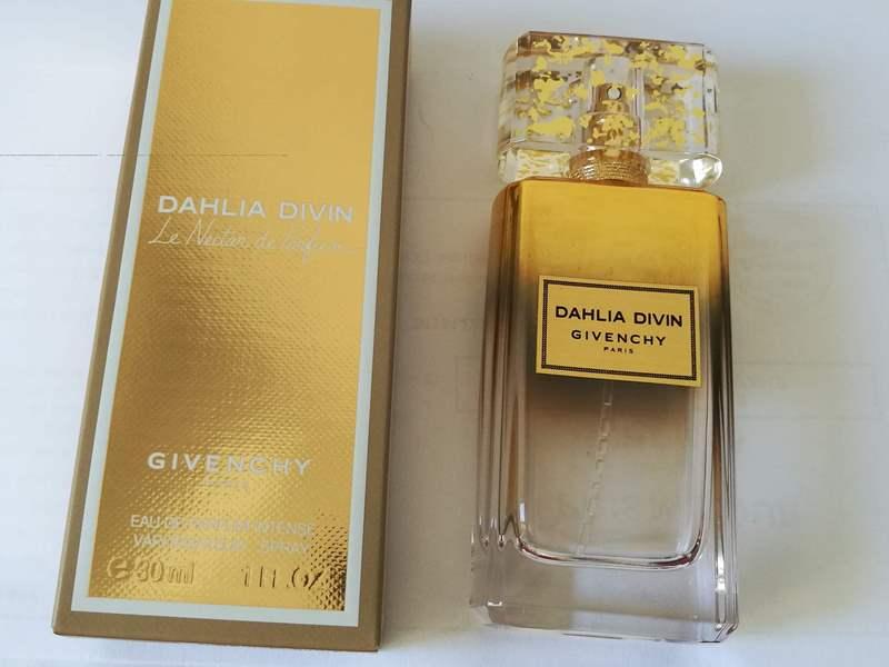 parfum givenchy de vara pentru femei
