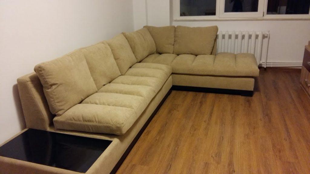 o canapea mare si moderna de living